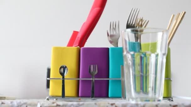 Állni az színes edények