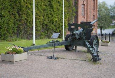 Heavy Soviet field gun 105K34 (10.5 cm kanone m / 34) in the Artillery Museum in Hyameeenlinna. Finland