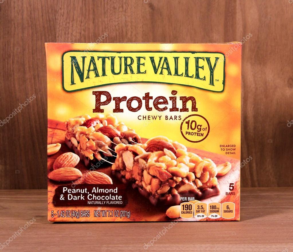 500ce5047 Caja de barras de proteínas Nature Valley– Fotografía editorial de stock