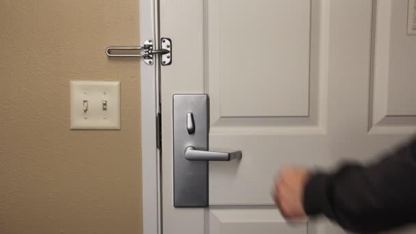 Uzamykání dveří pro bezpečnost a bezpečnost