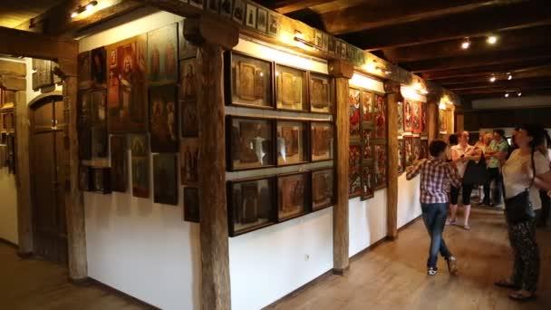 Menschen am Museum der Ukrainisch-Startseite-Symbole