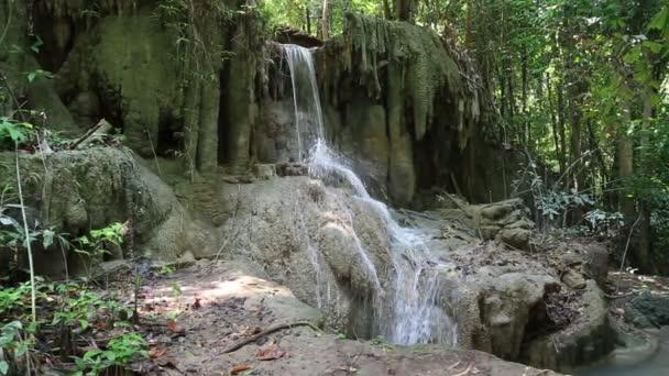 Sieben Ebenen Erawan Wasserfall