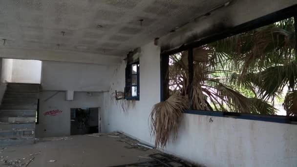Hotel v Nea Skioni vesnice zničena