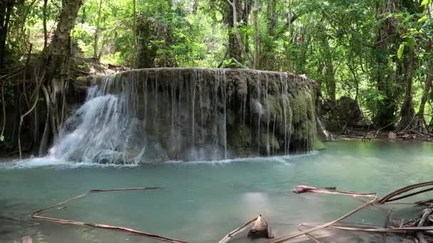 vodopád v národním parku erawan