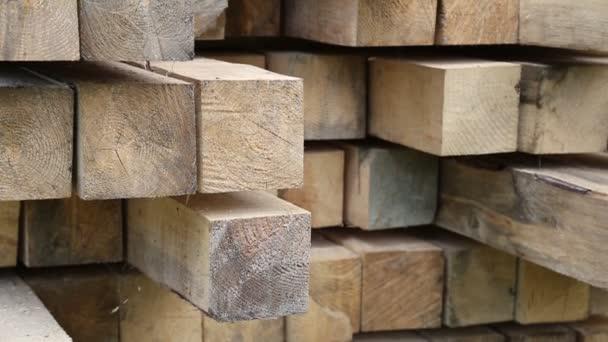 Dřevěný čtvercový trámů