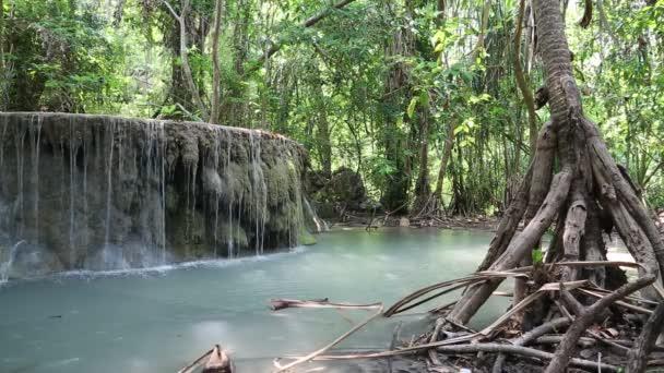 Kaskády sedmi stupňová vodopád