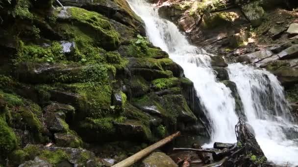 Nádherný vodopád Shypit