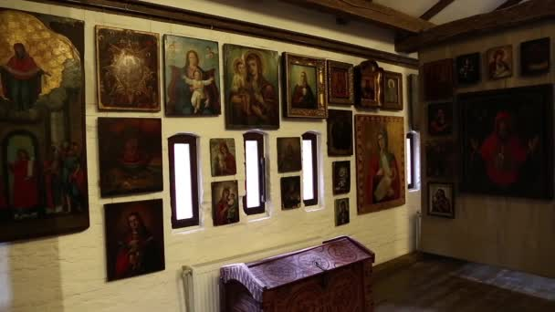 Alte Ikonen im Schloss Radomysl