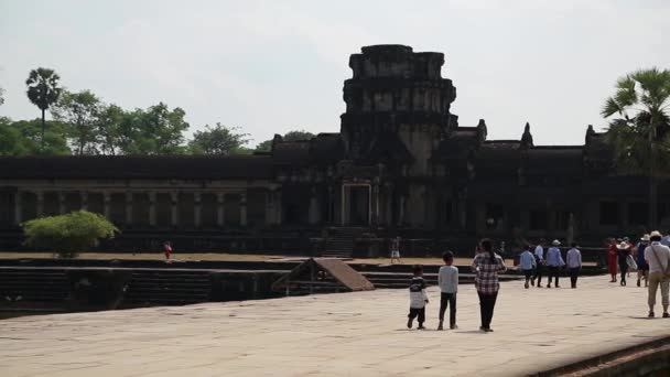 Lidé v chrámu Angkor Wat v Kambodži