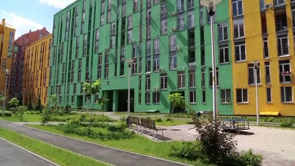 Neubauten mit bunten Fassaden