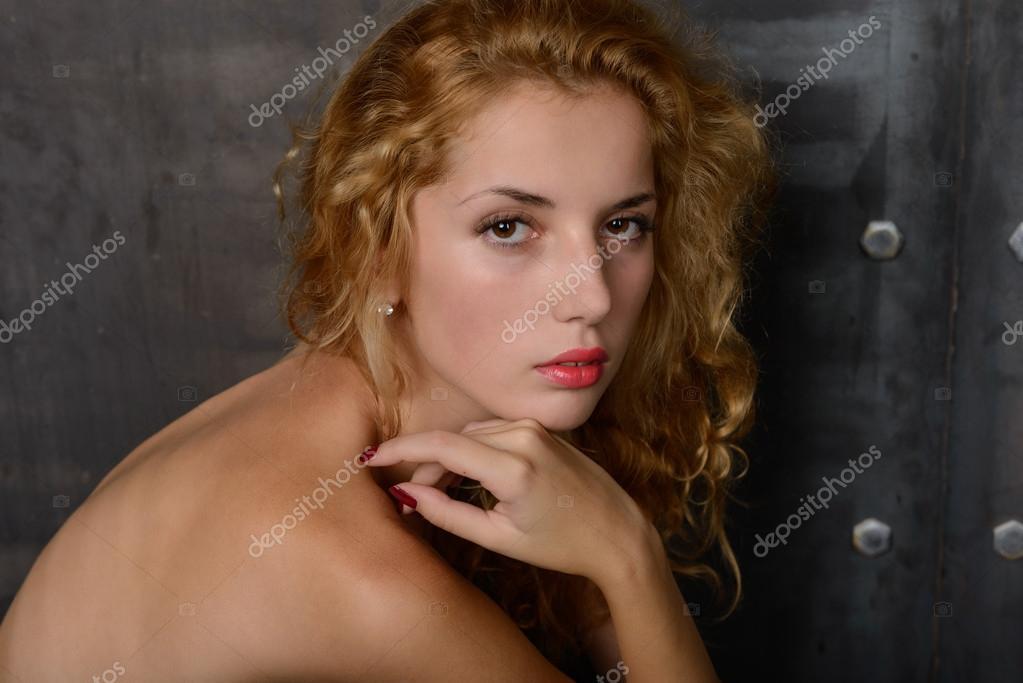 Junge schöne Blondine — Stockfoto © Aviavlad3 #53145983