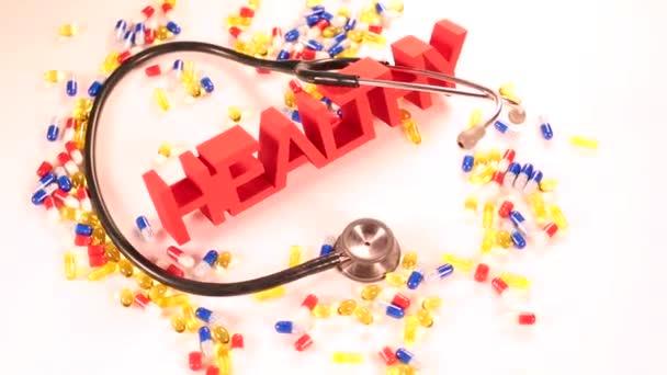 Egészségügyi koncepció sztetoszkóp és tabletták