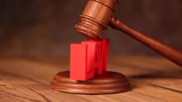 Dřevěná Palička znakem zákon