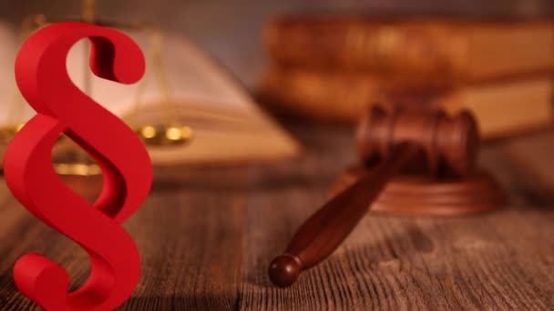 Wooden gavel and paragraph sign
