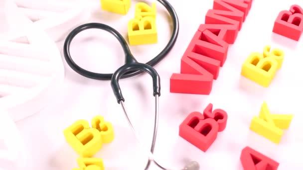 Zdravými vitaminové znamení s stetoskop