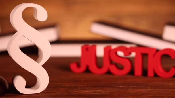 justitie concept met paragraaf teken — stockvideo © janpietruszka