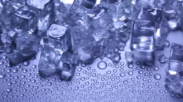 Hintergrund: schmelzende Eiswürfel
