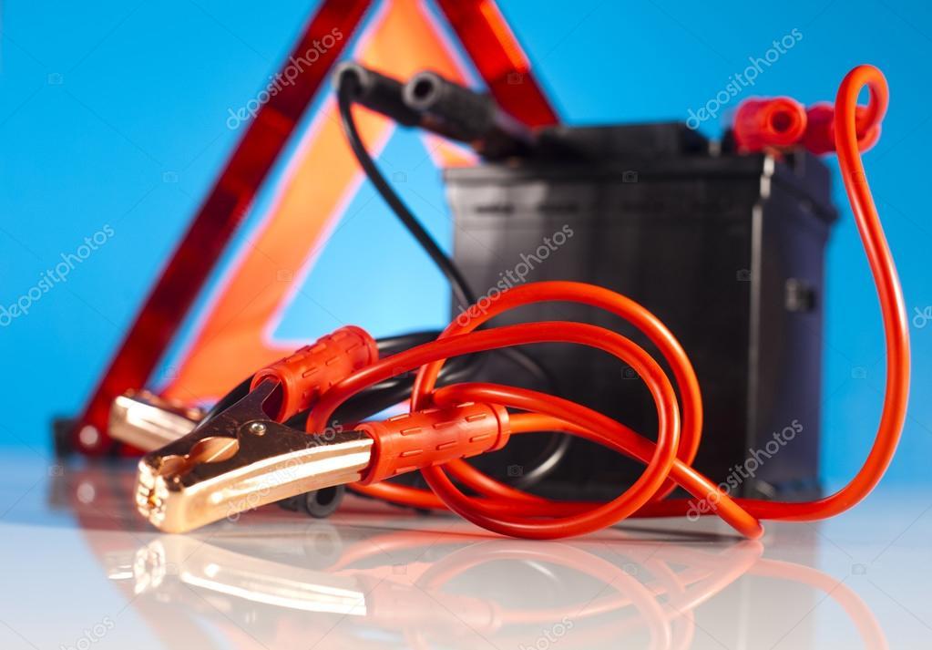 batterie de la voiture avec les cables de d marrage photographie janpietruszka 57338689. Black Bedroom Furniture Sets. Home Design Ideas