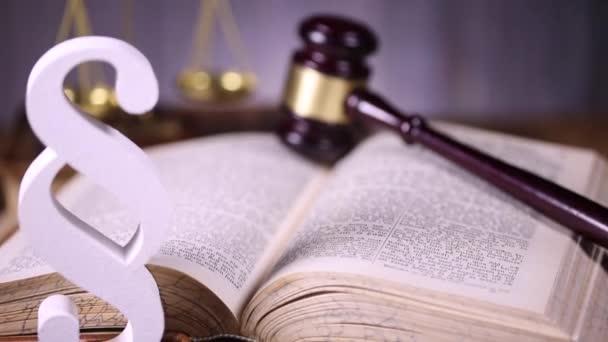 concetto di diritto e giustizia, martelletto in legno
