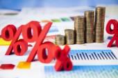 Pénzügyi grafikon százalékjelek érmék