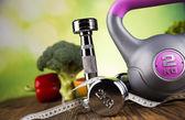 Fotografie Zdraví a fitness koncept s činkami, student a fres