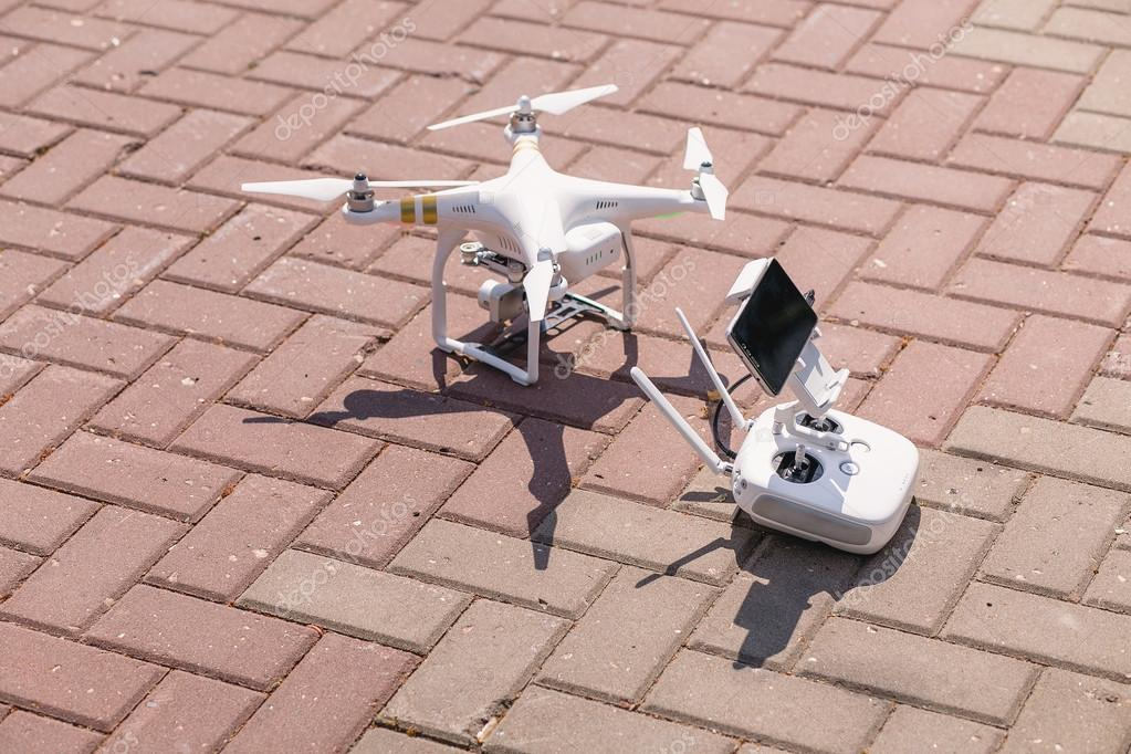 Drone quadcopter with remote control on the basis of the smartphone
