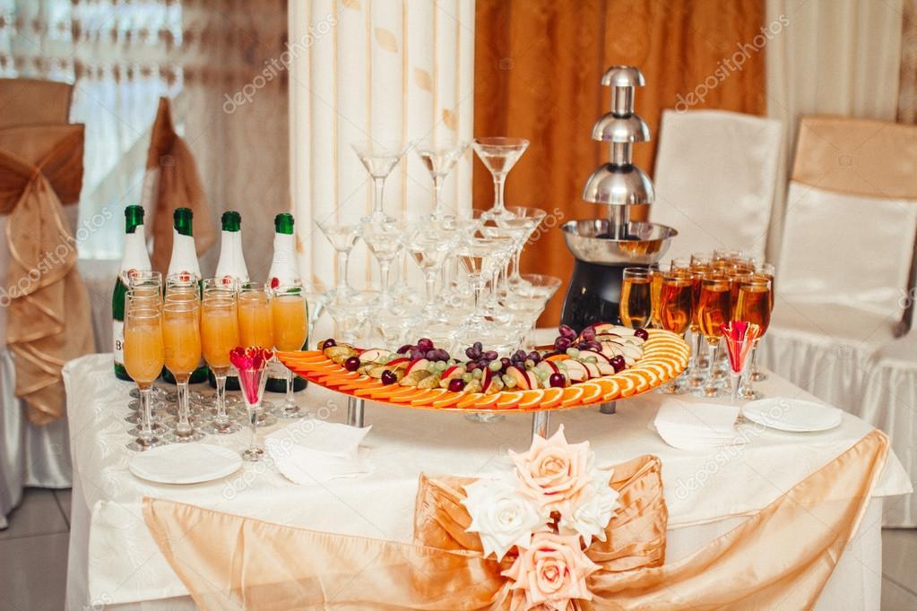 Decoraci n de mesa buffet foto de stock frantic00 87756184 - Decoracion buffet ...