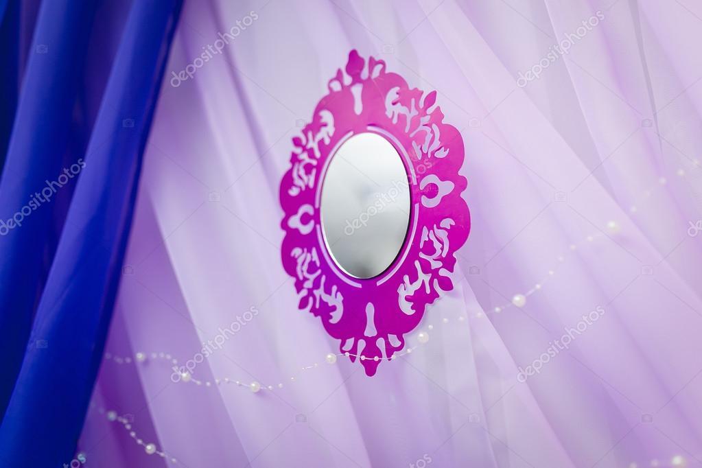 Svatebni Dekorace V Lila S Umelym Zrcadlo Stock Fotografie