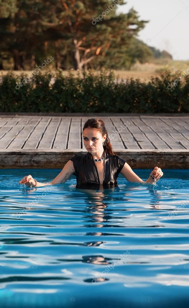cd176cbb5fbbf wet woman in black dress in a swimming pool — Foto de stock ...