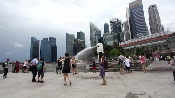 Turisté navštěvují Singapur Merlion