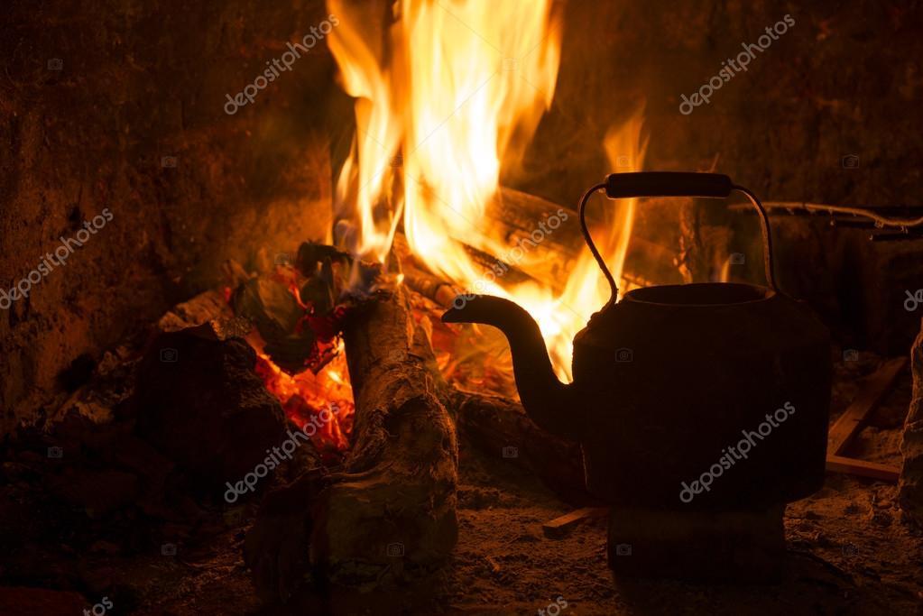 bouilloire de chemin e feu bois hiver vacances. Black Bedroom Furniture Sets. Home Design Ideas