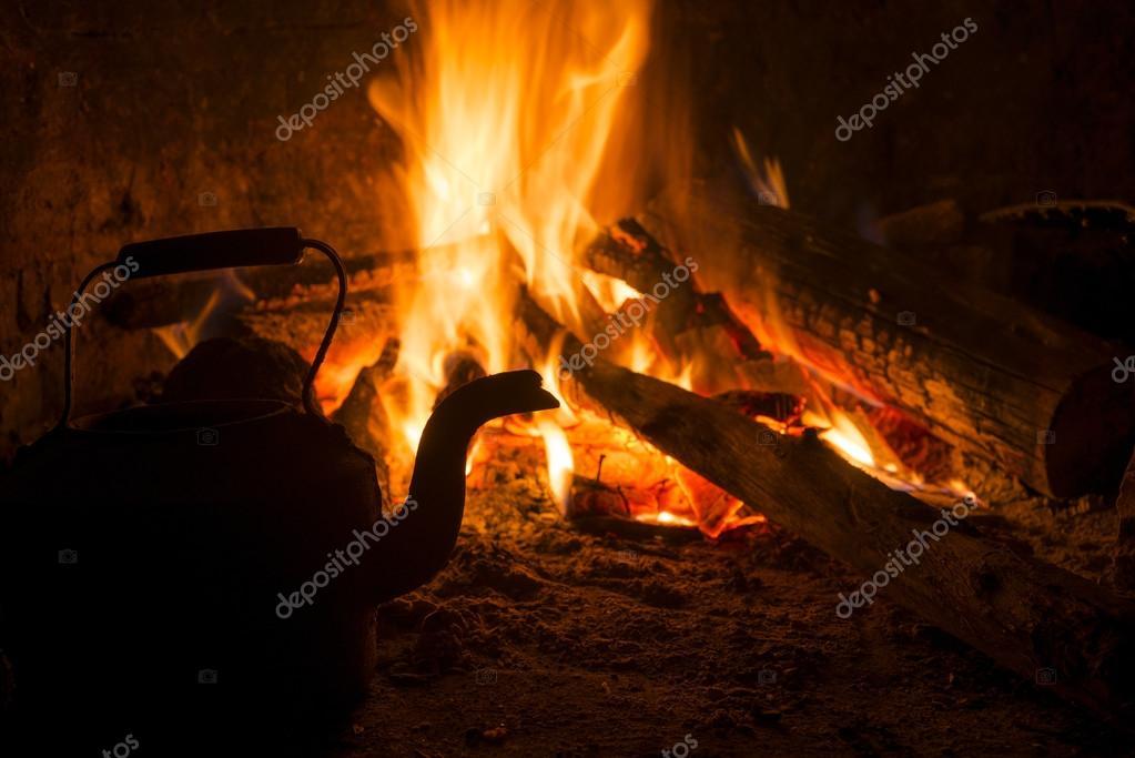 Concetto dell 39 annata di inverno fuoco camino vecchia casa for Aprire i piani casa artigiano concetto