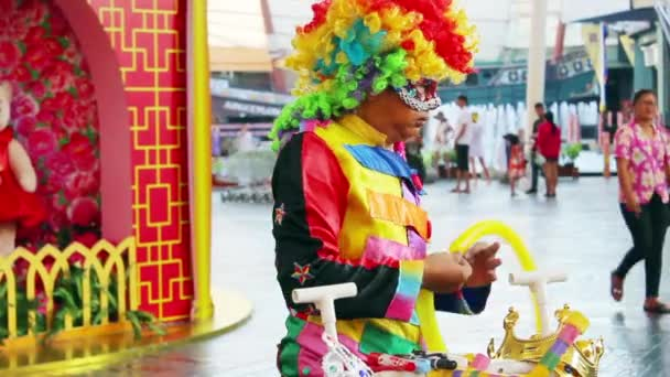 Balloon sellers lures children in Jungceylon on Patong