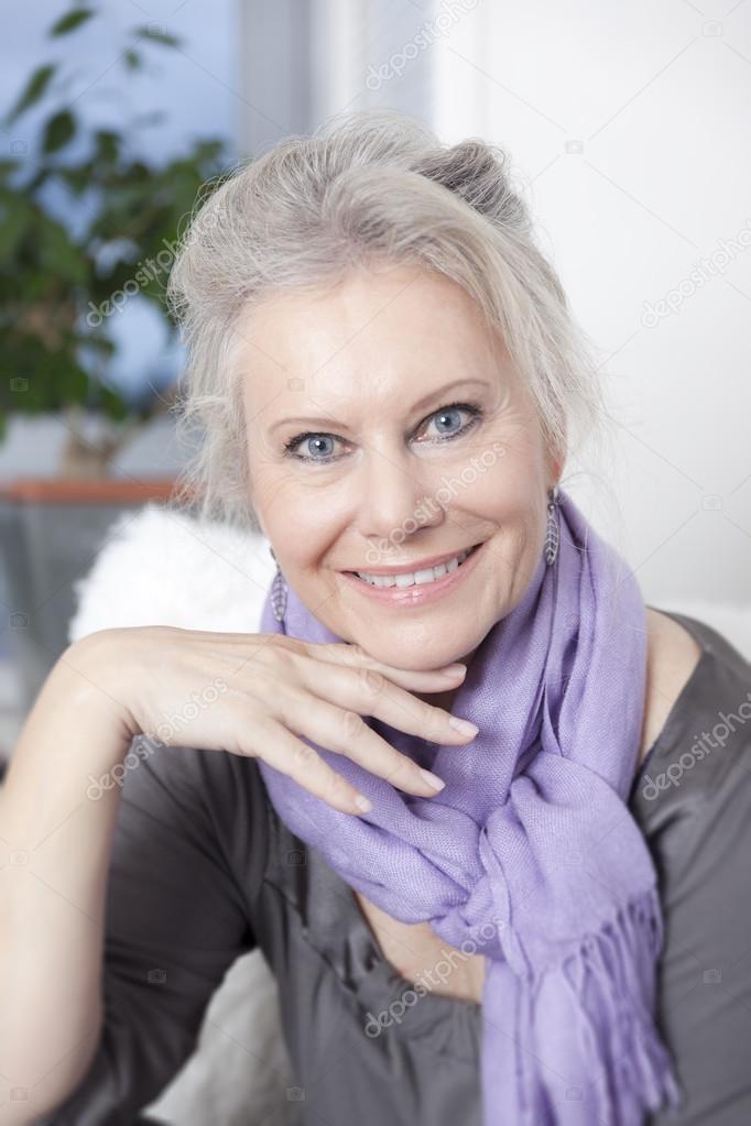 Фото женщины в возрасте, очень огромная жопа фото
