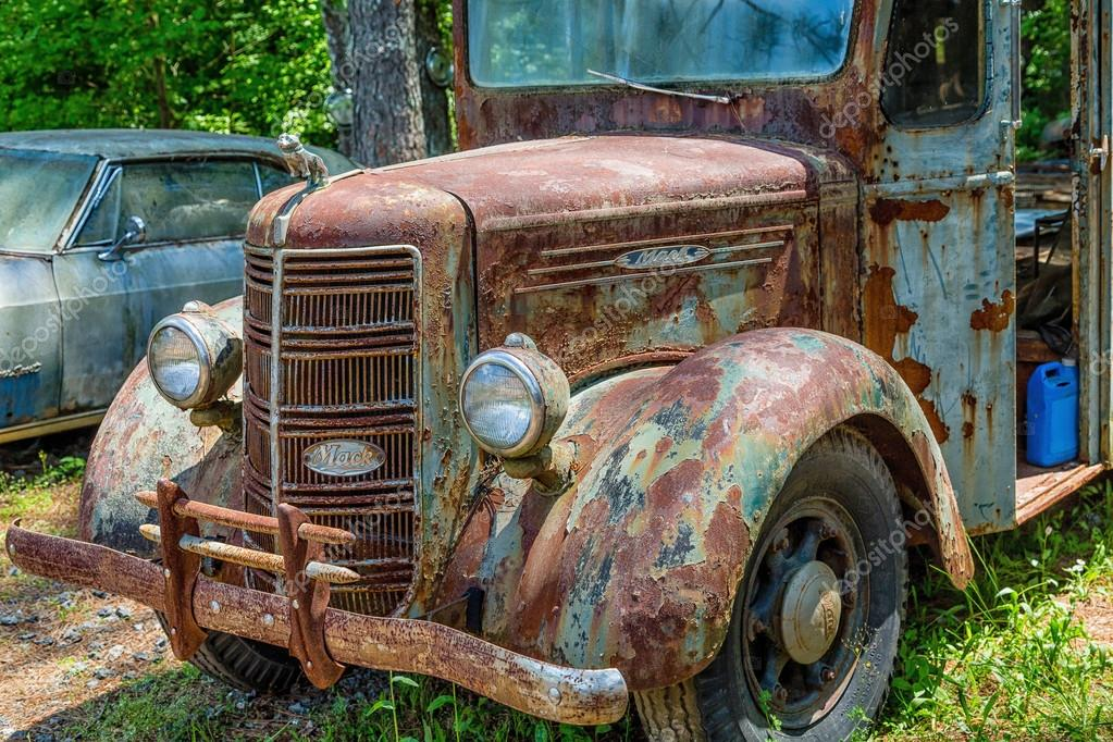 Old Rusty Mack Truck – Stock Editorial Photo © dbvirago #105715436