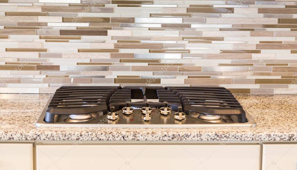 Piano cottura a Gas moderno con granito e piastrelle — Foto Stock ...