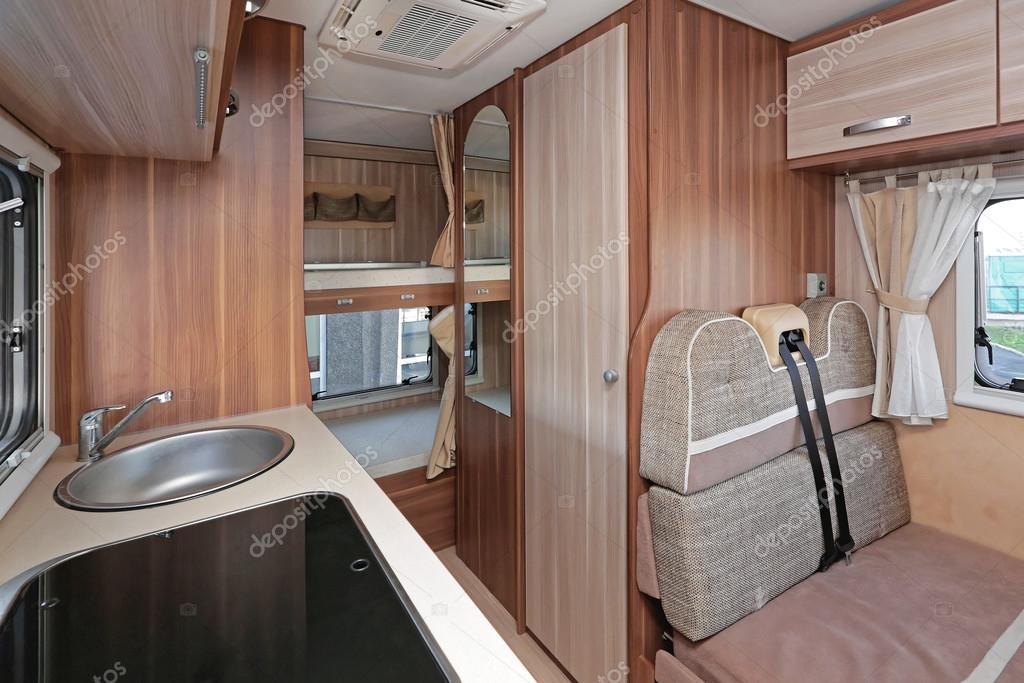Reisemobil Interior Küche — Stockfoto © Baloncici #109508944
