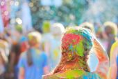 Barvy festivalu zábavnou událost