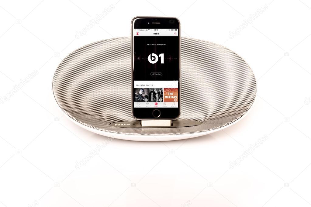 IPhone 6 with loudspeaker playing Apple Music radio – Stock