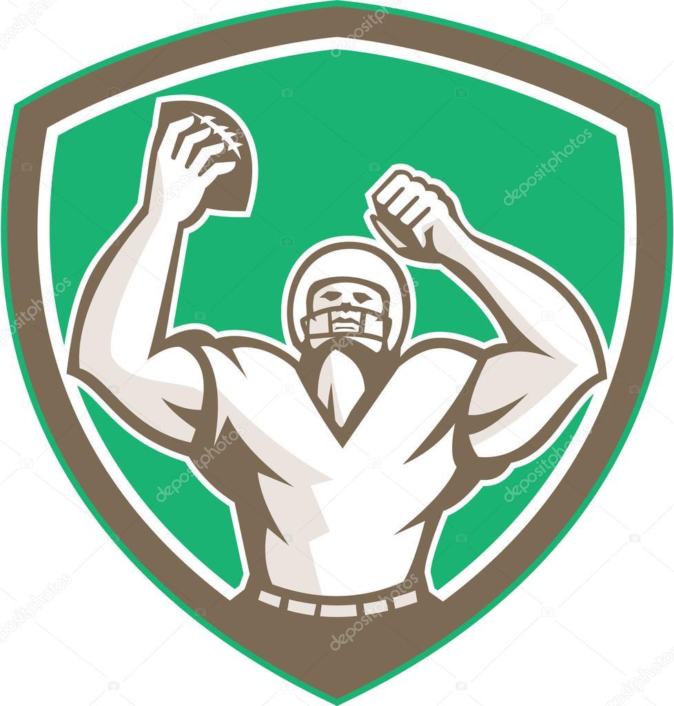 99b43638d Ilustração de um jogador de futebol americano com capacete segurando uma  bola sobre a cabeça celebrando visto de frente definido dentro de escudo  brasão ...