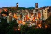 Sorano - tufa városa, Toszkána-ban. Olaszország
