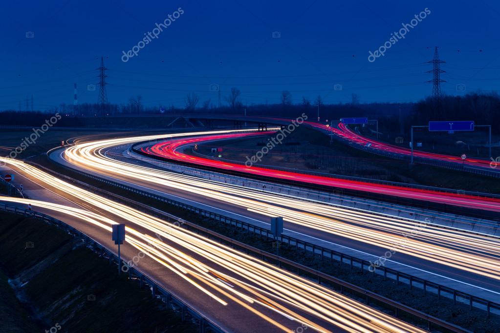 sentiers de feux tricolores de vitesse sur l 39 autoroute m0 budapest photographie kavita. Black Bedroom Furniture Sets. Home Design Ideas