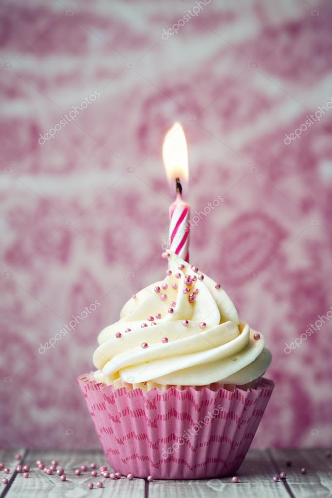Geburtstag Cupcake Mit Rosa Kerze Stockfoto C Ruthblack 101586808