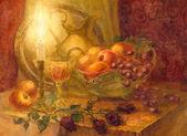 Gouache csendélet. Égő gyertya világít, gyümölcsök és arany