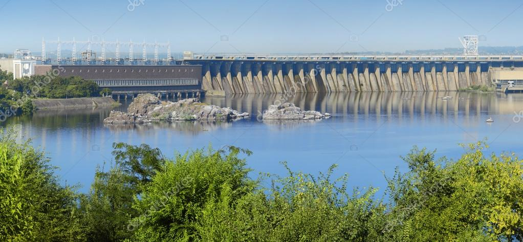 ザポリージャでドニエプル川水力...