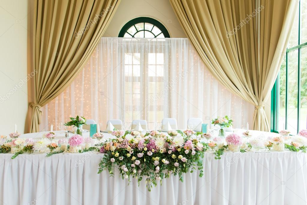 how to become a wedding decorator indoors wedding reception stock photo 169 loriklaszlo 4896