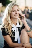 A telefon szabadtéri üzletasszony