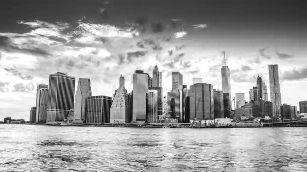 Černá a bílá time-lapse panoramatu Manhattanu
