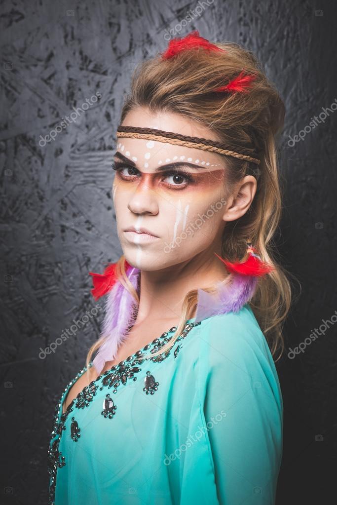 Bien connu de l'Amérique avec camouflage visage de peinture - photo studio  NU98