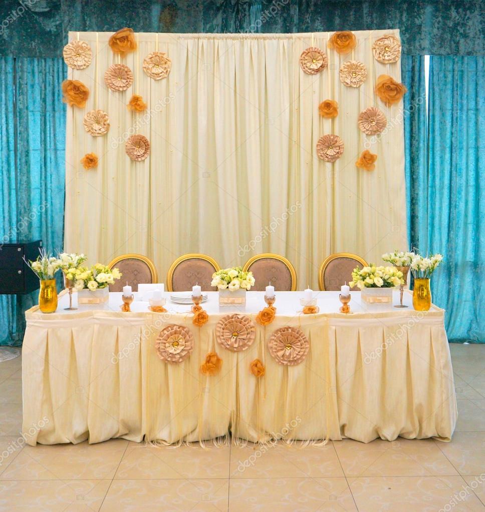 Mesas Decoradas Con Flores Foto De Stock Saksoni 113716766